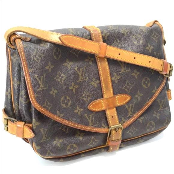 2c5712b90631 Auth LOUIS VUITTON Saumur 30 Crossbody Bag